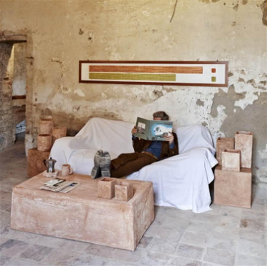 在「大便博物館」裡可以看到許多用糞便製成的家具(圖/截取自IG-@theshitmuseum)