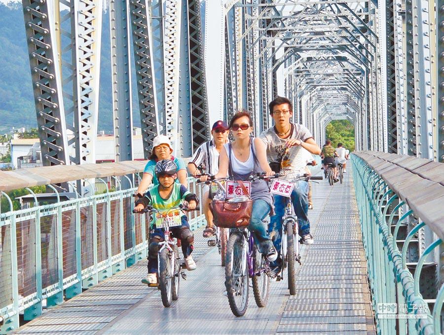 近來租借腳踏車的消費爭議激增,「自行車定型化契約」預計下月上路,圖為后豐鐵馬道。(本報資料照片)