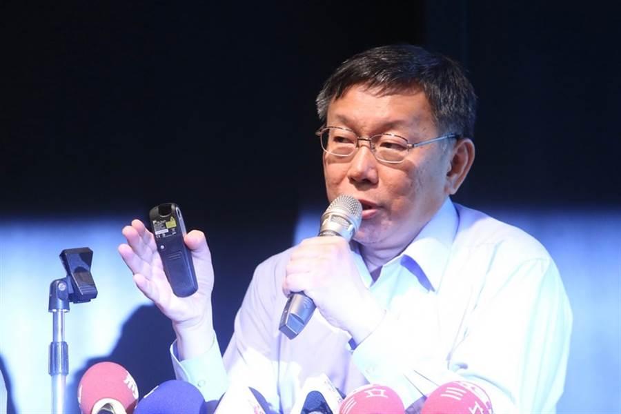 圖為台北市長柯文哲(見圖)9日出席政治週刊「新新聞」舉行的系列社慶演講,談話中對不少國家提出批評。(中央社)