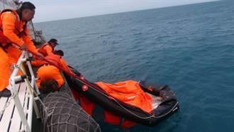 台中海巡隊打撈2具「凱旋3號」救生筏