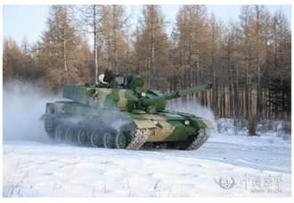 新型輕型坦克?解放軍神秘坦克進行寒區測試