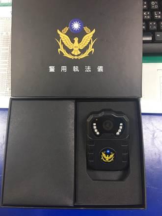 民間捐贈隨身微型攝影機 為員警執勤利器