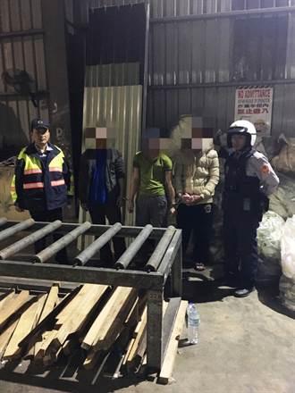 內賊難防 3越工偷公司鋼材被逮