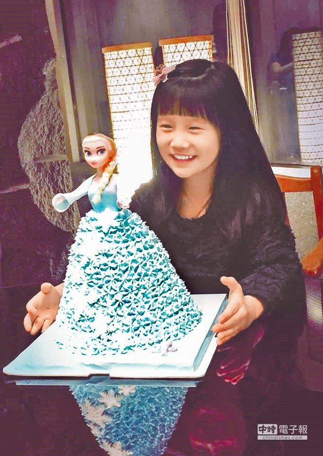 溫昇豪一回台灣就送上Elsa公主的造型蛋糕為女兒小晴天慶生。