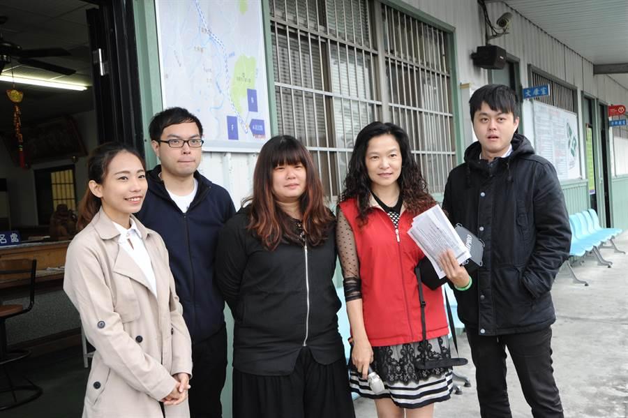 苗栗監理站人員邀請4位一次考上駕照的年輕人,分享道路駕駛考驗心得。(陳慶居攝)