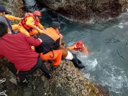 花蓮釣客遇浪襲落海 搶救無效身亡