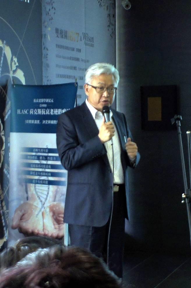 中美兄弟製藥總經理林本源在新書發表會上,分享自己總是活力十足的秘訣。(馮惠宜攝)