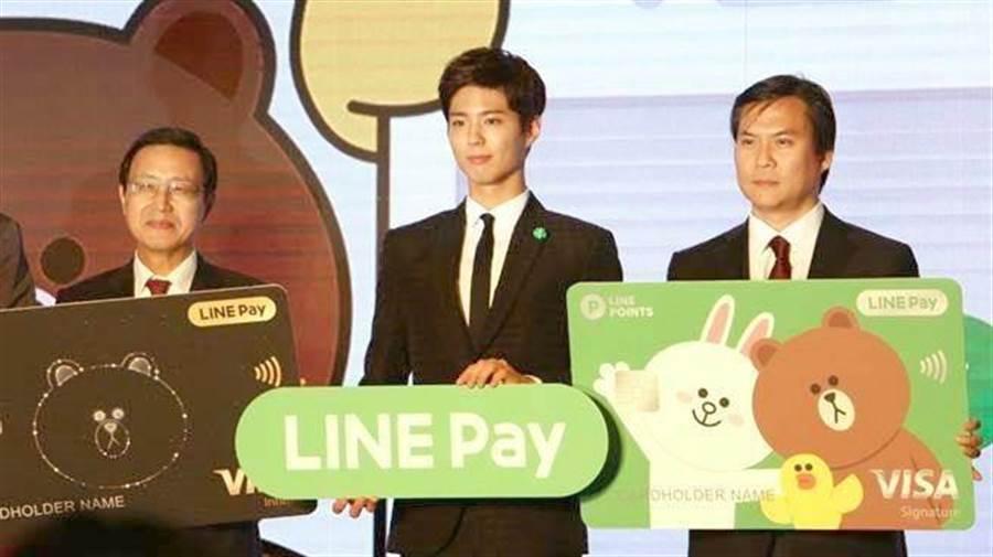 朴寶劍(中)曾應邀來台,擔任LINE Pay大使。(圖/黃慧雯攝)