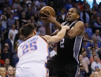 NBA》里歐納德狂砍37分 馬刺揚蹄踹灰熊