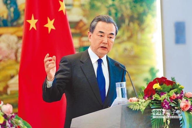 4月14日,大陸外交部長王毅表示朝鮮半島山雨欲來之勢,的確值得高度關注和警惕。(中新社)