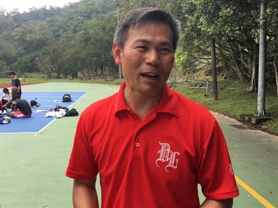 剛接中華男籃總教練職位的周俊三,強調中華隊將以有階段、有步驟的方式換血。(黃及人攝)