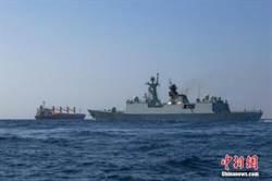 亞丁灣護航 陸艦驅離海盜船