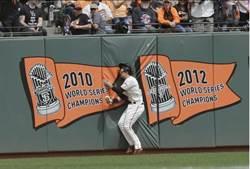 MLB》搏命演出 巨人外野手撞斷鎖骨