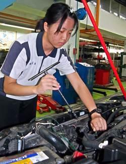 內埔農工汽車科唯一女生 未來不排斥當女黑手