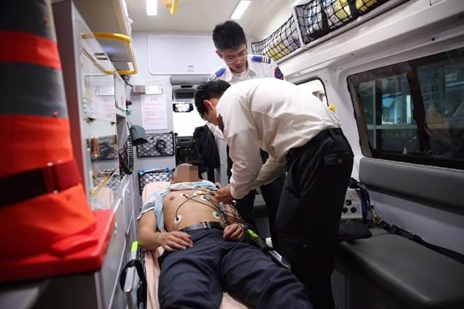 北市利用「12導程心電圖」,救回心肌梗塞民眾。(胡欣男翻攝)