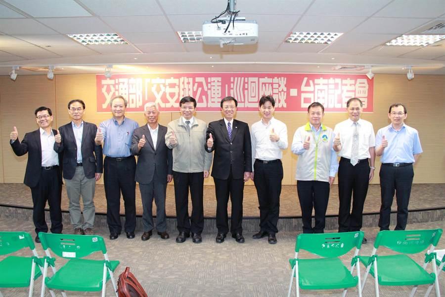 交通部第五場次「交安與公運」巡迴座談會,今天在台南市舉行。(洪榮志攝)