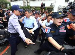 進立院遭反年改團體推擠 柯P:民主國家應理性辯論