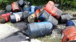 龍潭亂丟廢棄油桶 警方迅速偵破