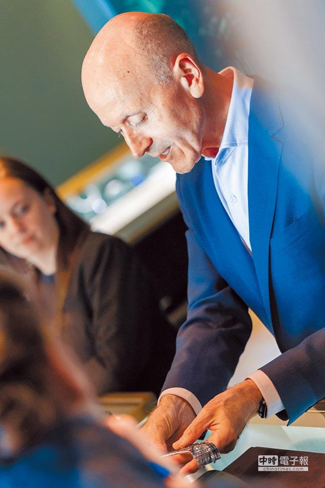 Tiffany高級珠寶副總裁Melvyn Kirtley今年2017 Blue Book系列以「突破極限」,為設計注入新活水。