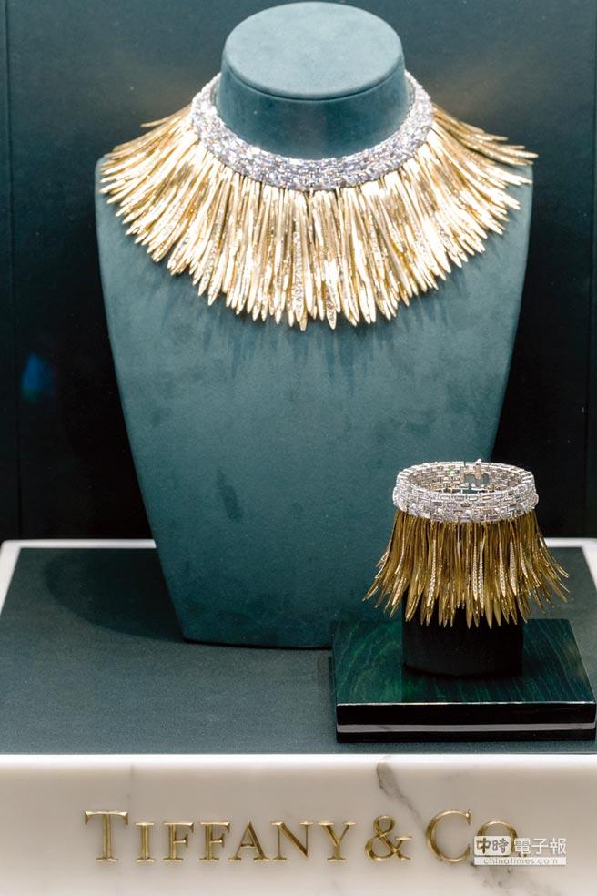 Tiffany 2017 Blue Book系列雨林細語18K金與鉑金鑲嵌矩形切割鑽石項鍊,約7200萬元,手環約1900萬元。