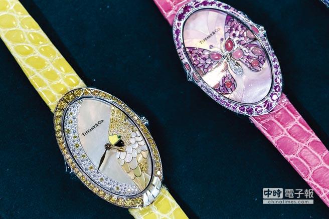 Tiffany 2017 Blue Book系列腕錶攜手琺瑯藝術家Anita Porchet在面盤上加入蝴蝶、鸚鵡、蜻蜓等自然產物,充滿生機。