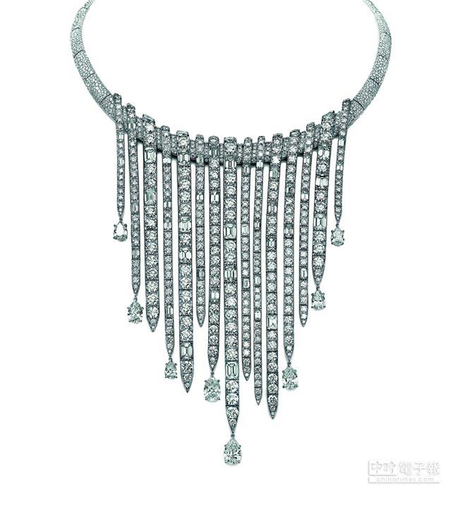 Tiffany 2017 Blue Book系列湧流瀑布鉑金鑲嵌矩形、梨形切割及圓形明亮式切割鑽石項鍊,總重近100克拉,約7000萬元。