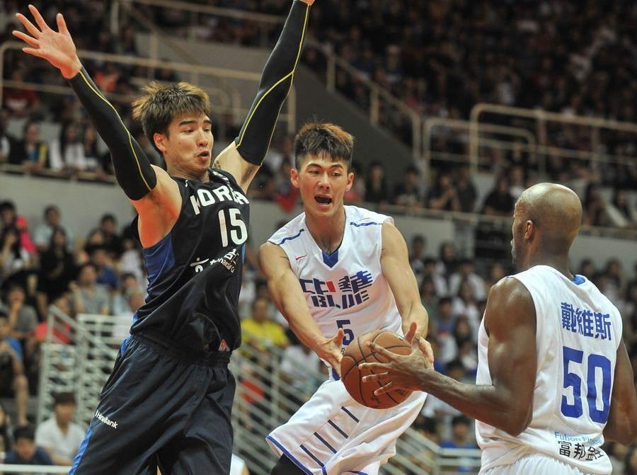 中華男籃總教練周俊三將借重劉錚上季效力廣廈隊期間對中國球員的熟悉度。(報系資料照)