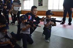彰化縣警局小小正義使者體驗 學童直呼帥呆了