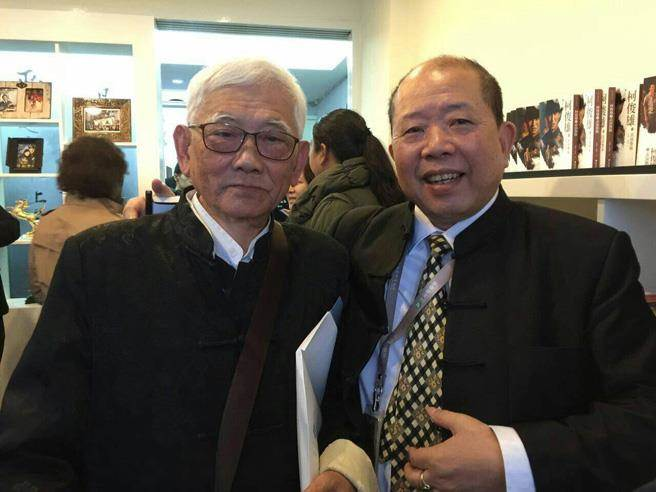 看到瓊瑤夫婦的近況,曾是合作同伴也是好友的江文雄(左)非常難過。(倪有純攝)