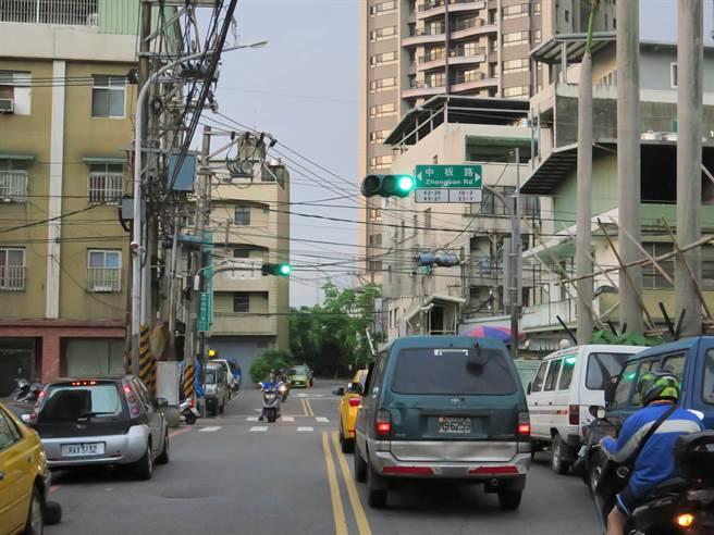 新北市中和區永和路更名成功,部分路段已經更名為中板路、立業路。(葉書宏翻攝)