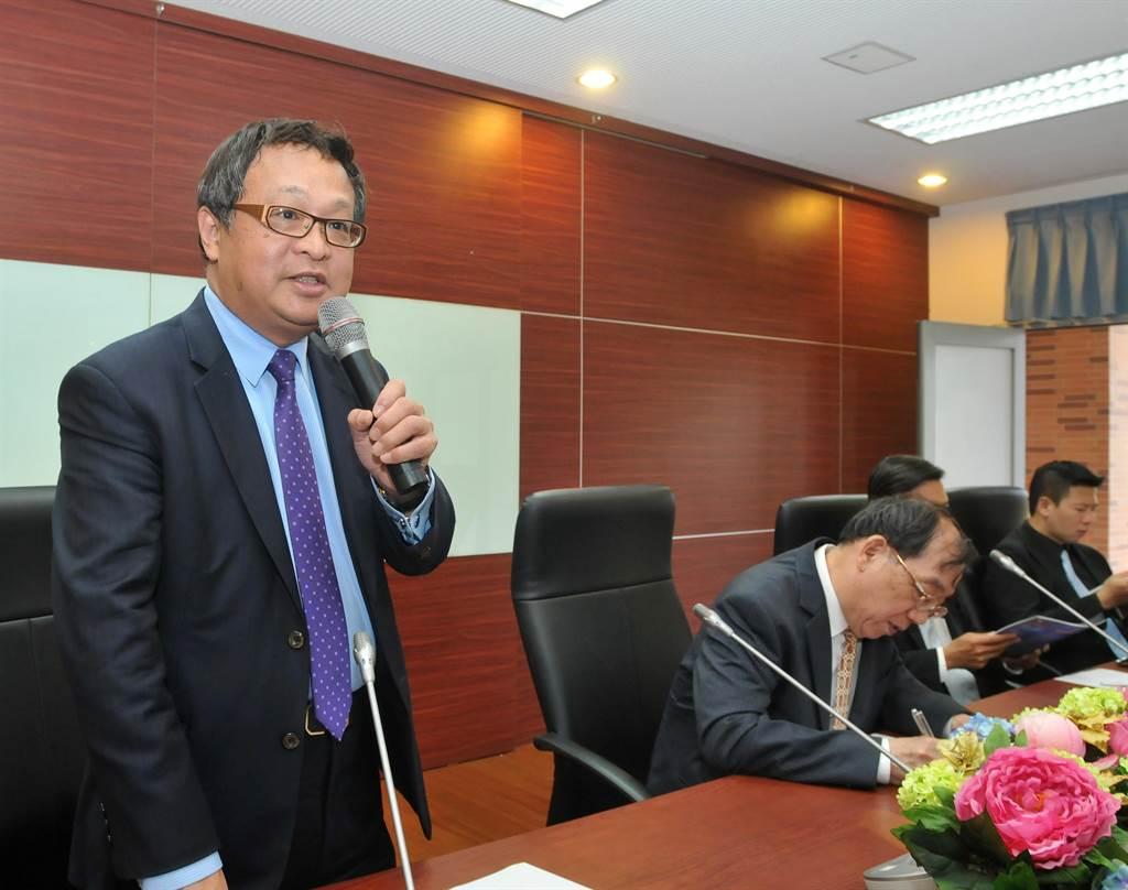 海基會副董事長柯承亨(左)強調,只要有利於台商投資權益和兩岸關係的和平、繁榮發展,海基會都會全力促成,並提供必要協助。(李金生攝)