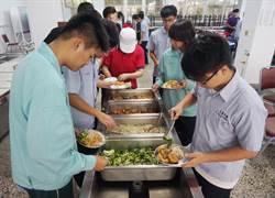 台中高工蔬食日 食材自己種