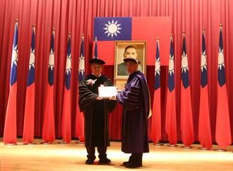 台達電創辦人鄭崇華 獲頒陽明大學榮譽工學博士學位