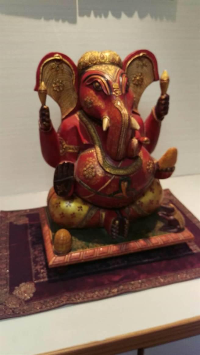 印度中心門口設的印度財神GANESHA。WJ6