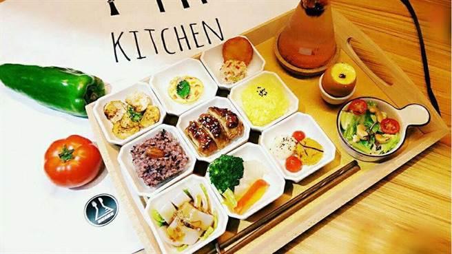 招牌九宮格精緻迷你定食餐。(圖/FB@吾獨食驗室 Woo Doo Food Lab)