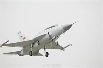 梟龍雙座型戰鬥機載彈量增25% 成都首飛成功