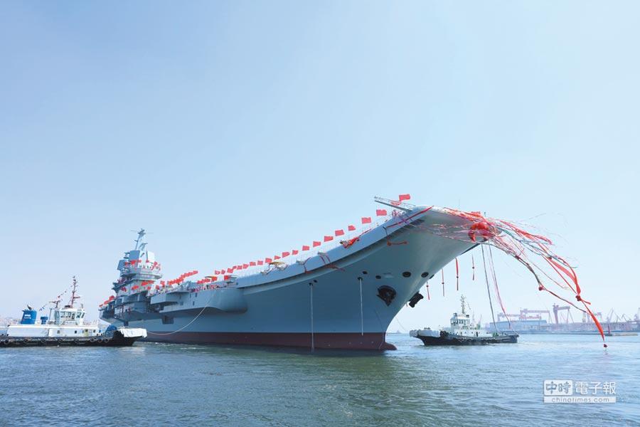 中國首艘自製航空母艦下水儀式在中國船舶重工集團公司大連造船廠舉行。圖/中新社