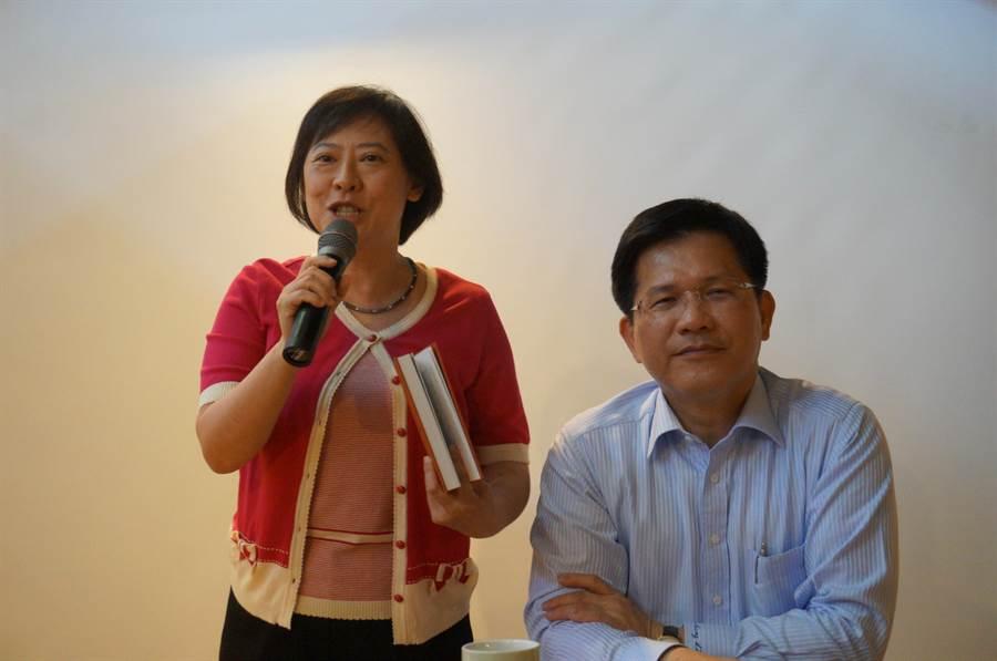 台中市長林佳龍與夫人廖婉如以奇美創辦人許文龍所說的「每個員工都是別人的千金!」一席話,提醒要用同理心善待別人。(盧金足攝)