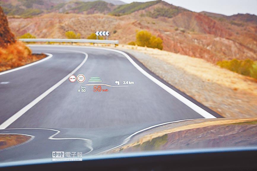 抬頭顯示器投影面積增大75%,時速、警示標誌、導航等訊息一目瞭然,行車安全更升級。