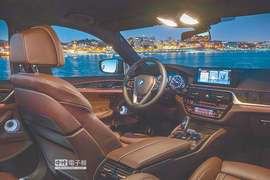 環艙照明燈光組、室內照明燈光組多達6種選擇變化,夜晚行車別具魅力風采,當然更增駕馭樂趣。