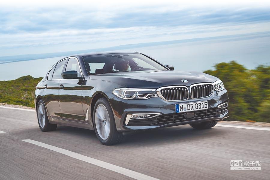 第7代BMW大5系列外觀設計融合動感美學,全車洋溢運動氣息,以其前6代全球累積銷量超過790萬輛,7代新車要以創新智能優勢再造傳奇。