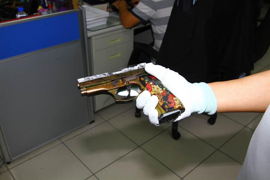 張姓男子將槍枝送去包膜,自稱「全台僅這把」。(莊旻靜翻攝)