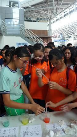 科普列車行經台中 學生動手玩科學