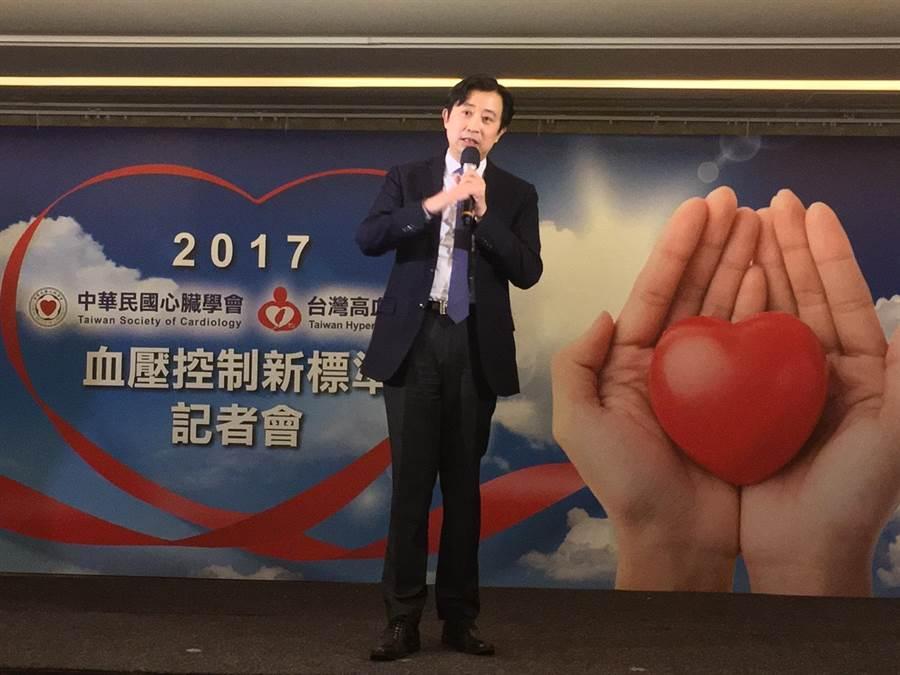 王宗道醫師提醒,為維護自身健康,民眾平時在家就要定期量血壓。(倪浩倫攝)