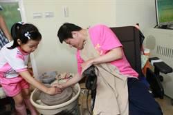 八里愛心教養院巡迴展 身障者展現地板滾球絕技