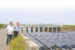東港疏洪道沉砂池 驚見太陽能板