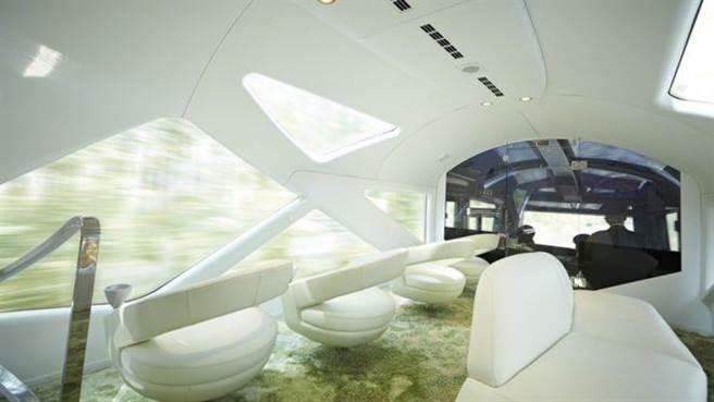 觀景車廂讓旅客能靜下心來欣賞窗外美景。(圖/翻攝自BBC)