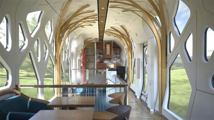 除了套房,車廂另有休息區。(圖/翻攝自BBC)