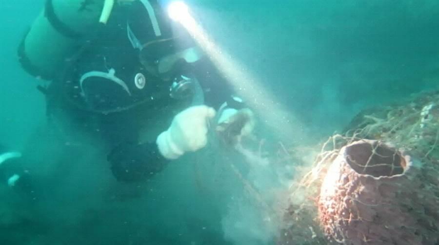 礁區覆網。(圖/新北市漁業處提供)