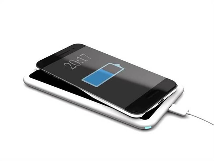 摩根大通指出,蘋果新iPhone的無線充電功能將相容於兩大無線充電的標準。(達志影像/shutterstock提供)